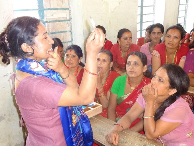 Aufklärungsunterricht unserer Nurse Konchan Shrestha in Nepal