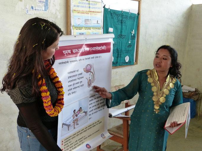 Gesundheitsfürsorge unserer Nurse Konchan Shresta und Samita in Nepal
