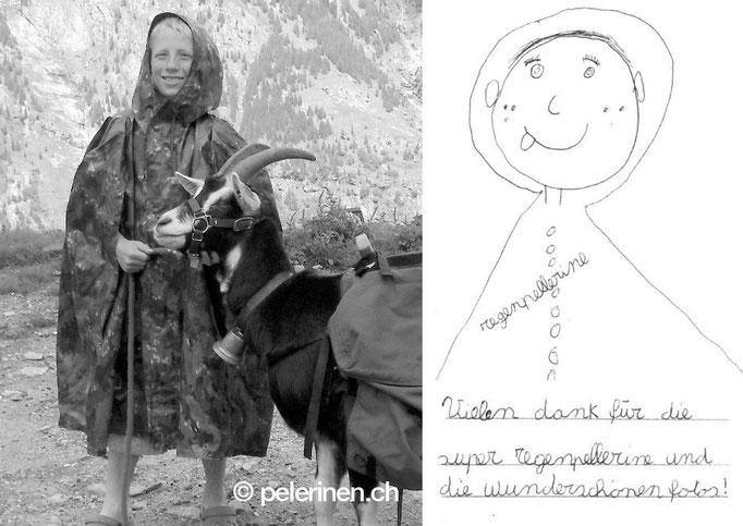 CH-Armeepelerine für Kinder auf der Alp