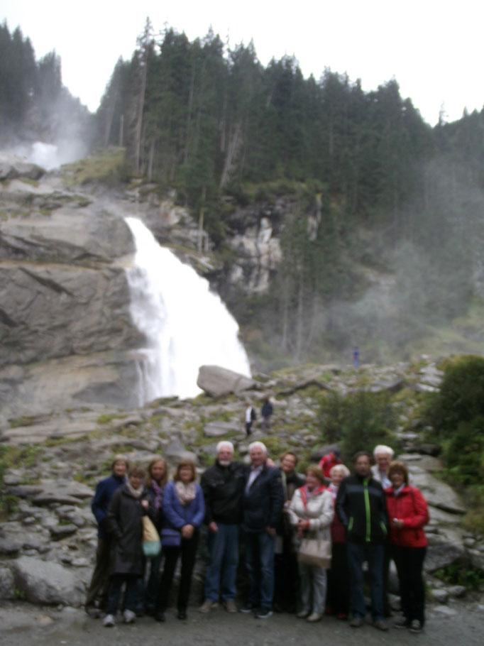 Vor der gigantischen Kaskade der Krimmler Wasserfälle