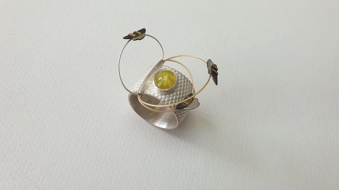 """""""Bee to be"""" : Ring aus Silber, Gold, gelber Turmalin      520,-€"""