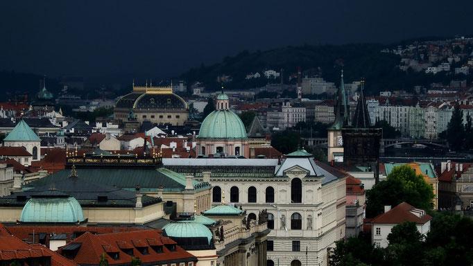 Unwetter über der 'Goldenen Stadt'