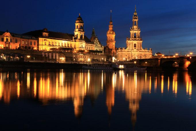 Terrassenufer, Augustusbrücke und Semperoper in Dresden