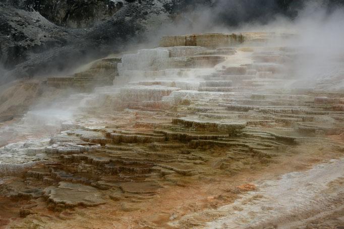 Mammoth Hot Springs_Mound Springs