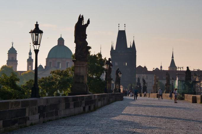 Karlsbrücke im Morgenlicht