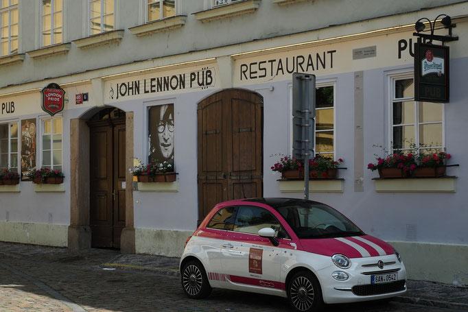 John Lennon Pub in Kampa