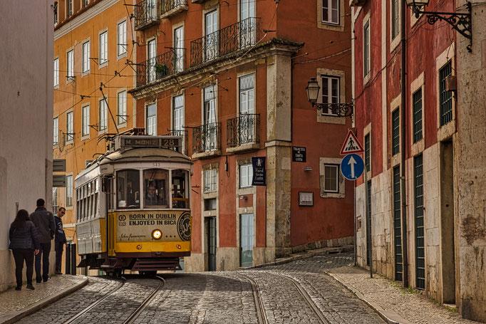 Die Linie 28 fährt quer durch Lissabon