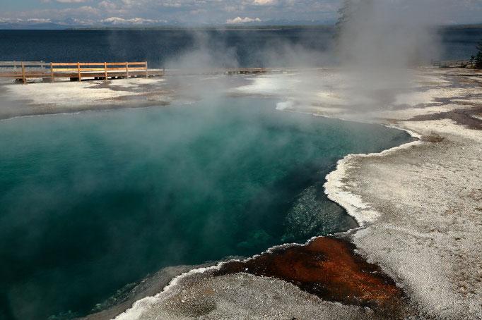 Yellowstone Lake Geysir Basin