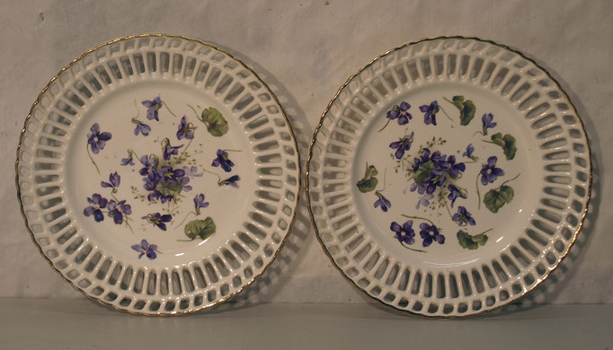 "4170/ 2 Keramikteller ""Veilchen"" ~1900, Marke, Ø 17cm, EUR 48,-"