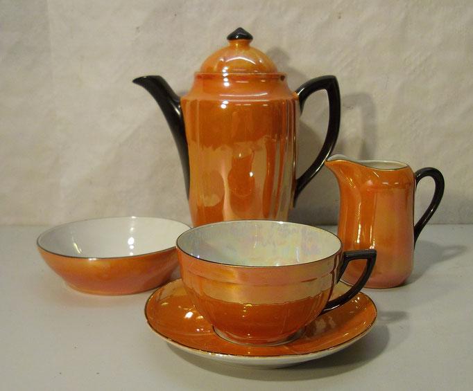 4329/ Mokkaservice ~1920, 4 Teile, ohne Marke, irisierendes Porzellan, Kanne H 18cm, EUR 45,-