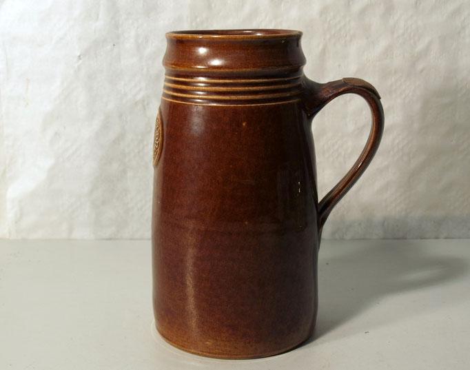 "3883/Bierkrug ""Budweiser"" ~1900, 1 L, H 21,5cm, EUR 95,-"