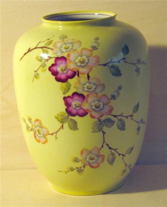 "1793/Vase ~1930, Marke ""Seltmann"", H 22 cm, EUR 28,-"