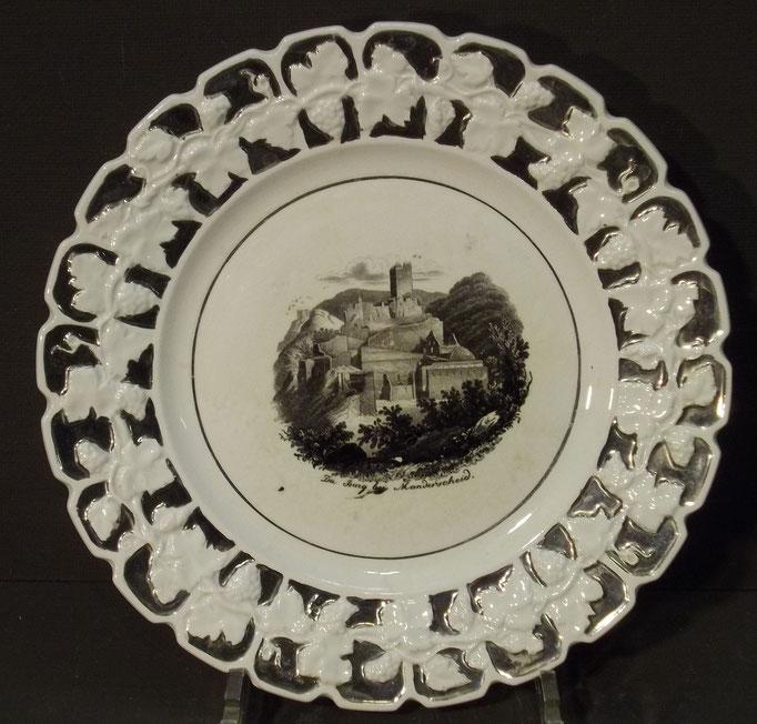 """4380/ Andenkenteller ~1900, """"Burg bei Manderscheid"""", ohne Marke, Ø 22,5cm, EUR 38,-"""