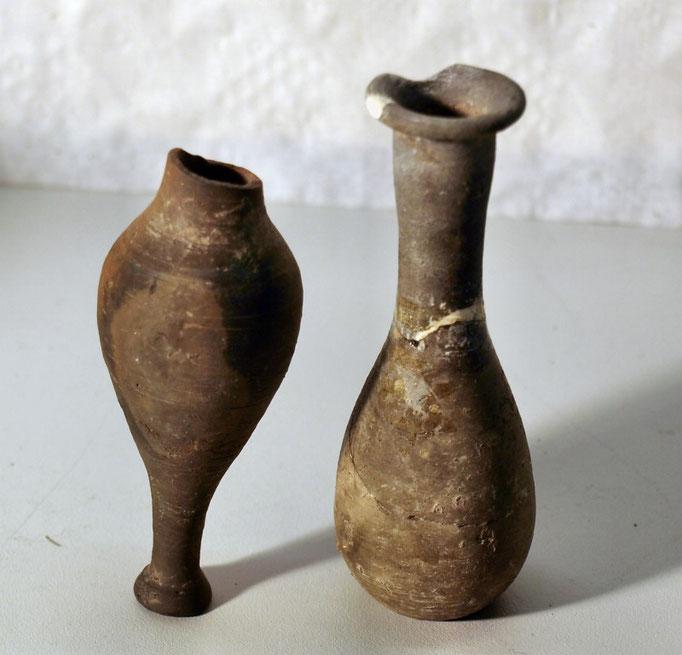 4019/2 Parfümflaschen, uralt, H 9-10,5cm, EUR 98,-