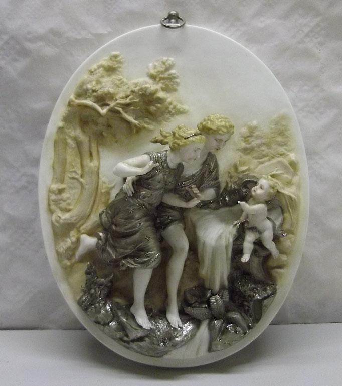 4275/ Porzellanbild ~1900, mit Metall, es fehlen: 2x Finger, 1 Hand, 1 Flügel. Sehr feine Arbeit! Mit Anhängeöse, H 30, B 22, T 9cm, EUR 80,-