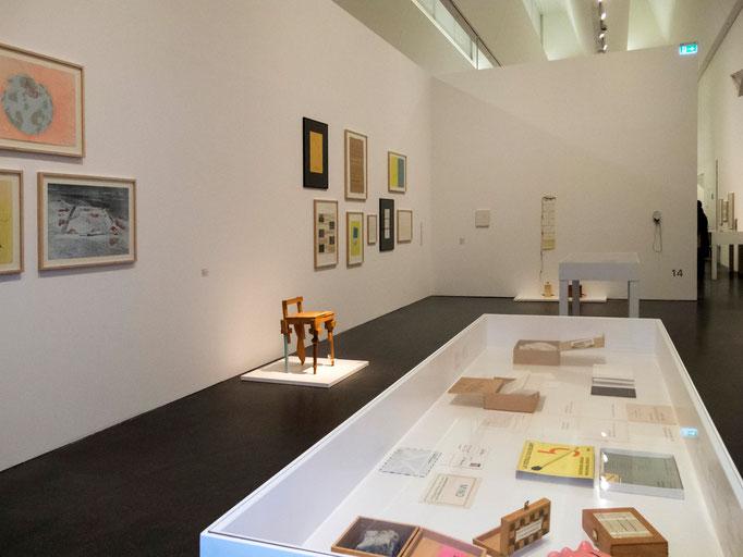 Blick in die Ausstellung: Raum Robert Filliou