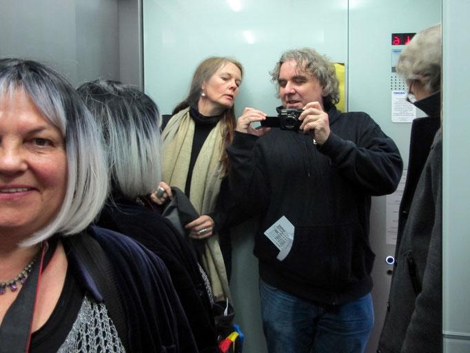 """Im Aufzug zur Ausstellung """"Sounds like Silence"""""""