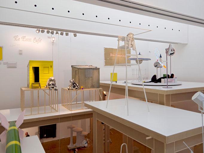 Cosima von Bonin, Installationsansicht CUT! CUT! CUT!,  Museum Ludwig, 2011/12