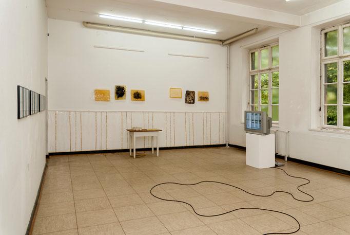 Candia Neumann (Wand gegenüber), Janna Michels (Video)