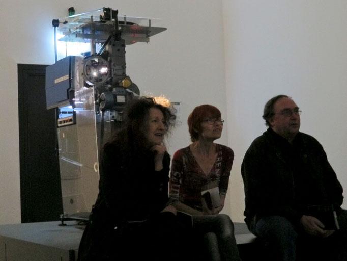Rodney Graham, Maschine, Film über eine Schreibmaschine und Projektor (Installation)