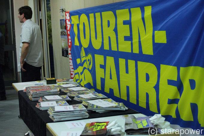 Info-Tisch des Reiner H. Nitschke Verlags in Euskirchen/Eifel