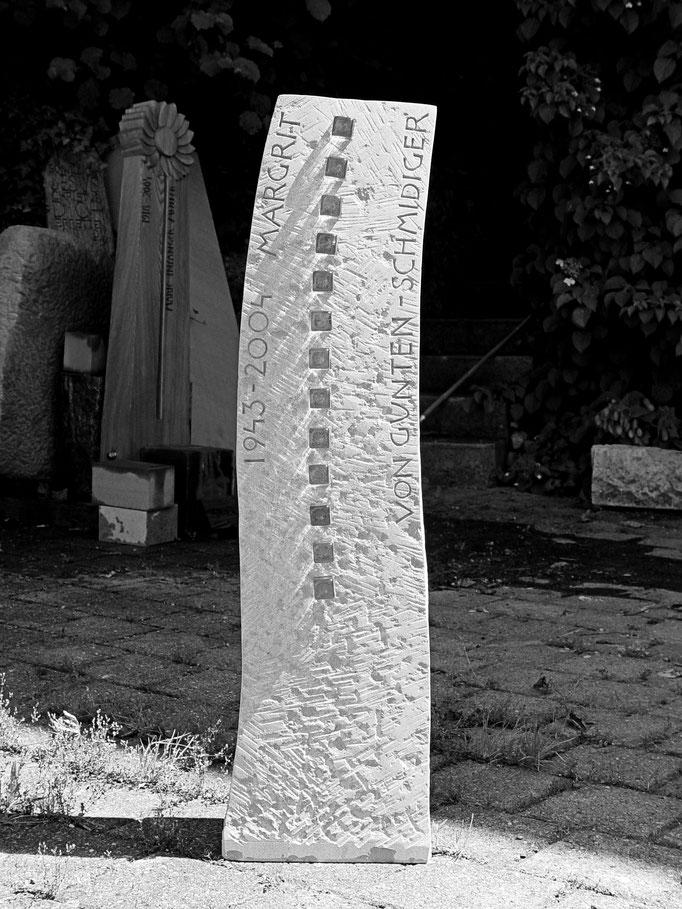 Grabstein Erstfeld, Uri - Glaselemente        -      Bildhauerei Wiedemer Basadingen - Thurgau