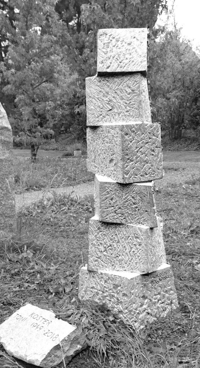 Wiesengrab Kirchberg, St.Gallen     -    Bildhauerei Wiedemer Basadingen - Thurgau