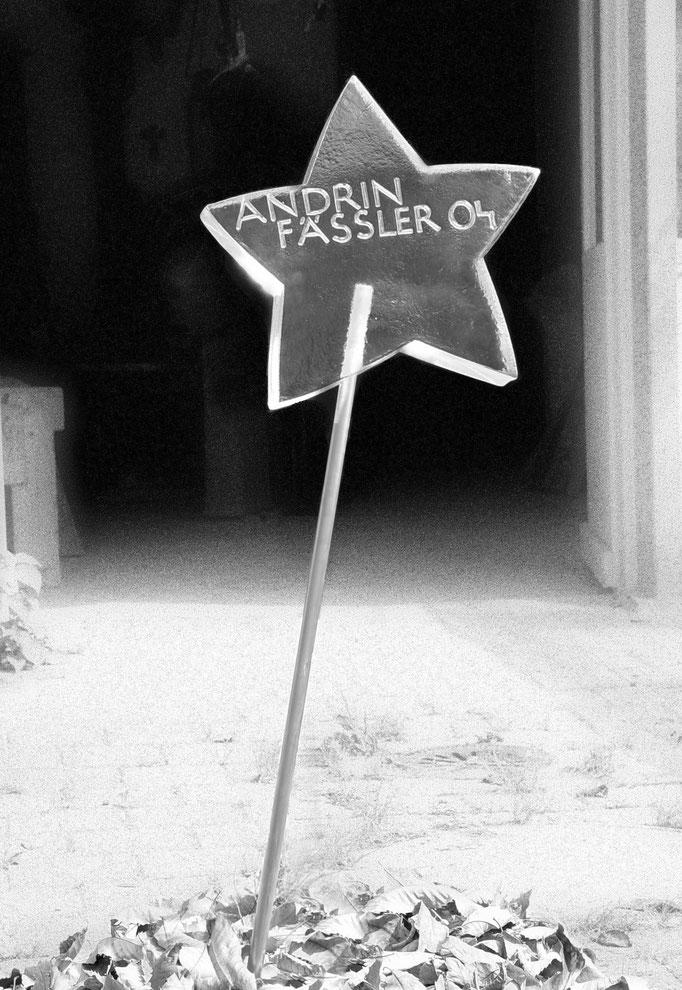 Kindergrab Einsiedeln, Schwyz  -  Stern  Glas im  Vollguss        -          Bildhauerei Wiedemer Basadingen - Thurgau