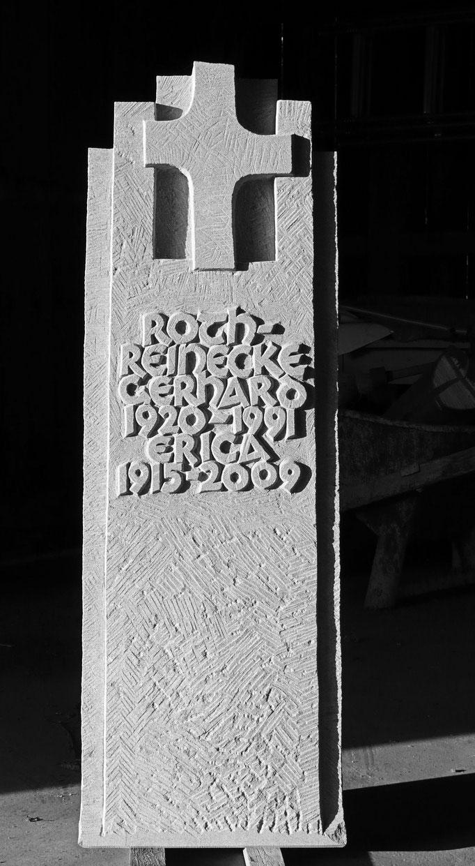Grabstein Thayngen, Schaffhausen  -  Kreuz Hochrelief         -       Bildhauerei Wiedemer Basadingen - Thurgau