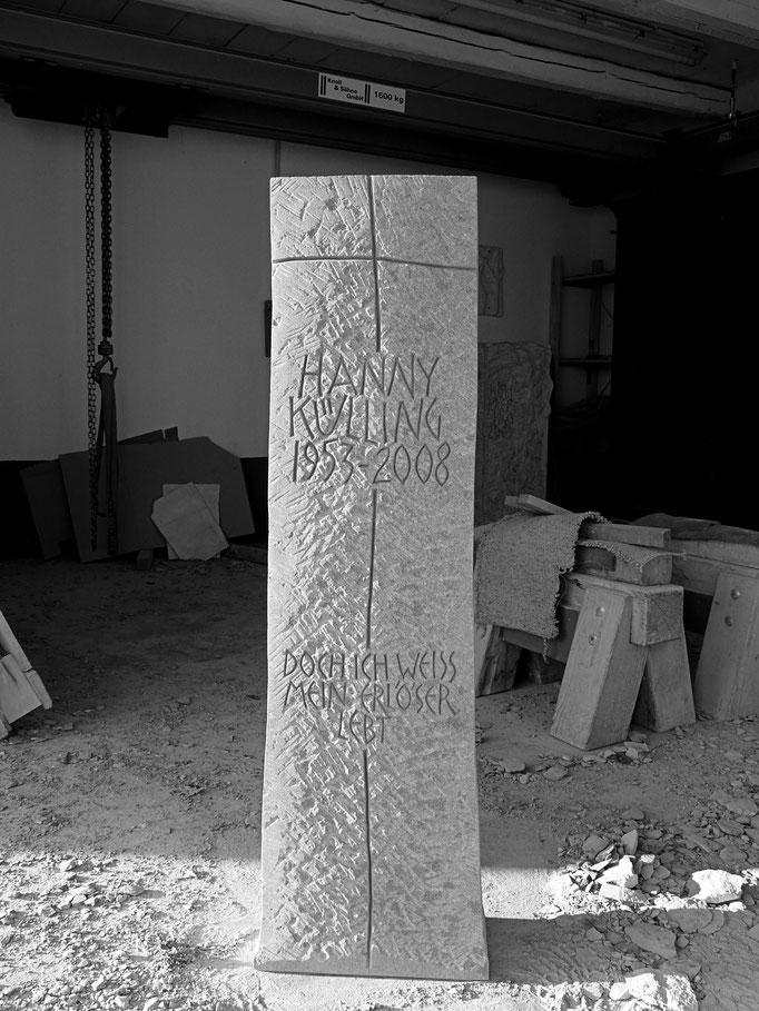 Grabstein Schlattingen, Thurgau  -  Kreuz graviert     -          Bildhauerei Wiedemer Basadingen - Thurgau