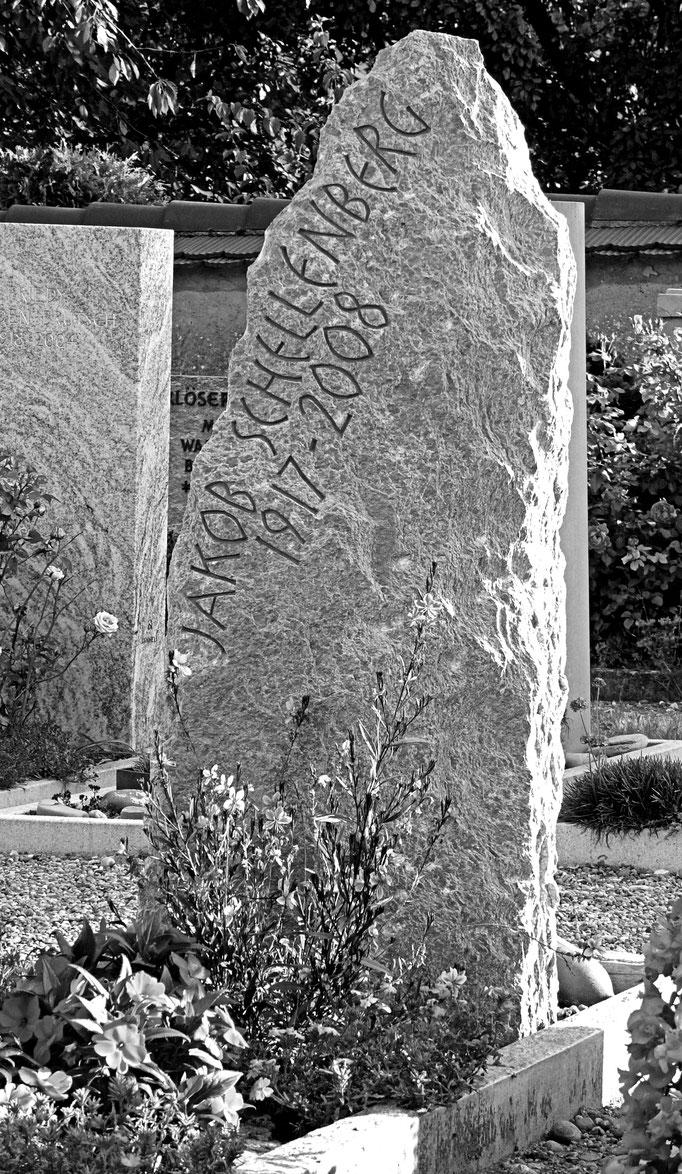 Grabstein Ramsen, Schaffhausen - Felsförmig      -     Bildhauerei Wiedemer Basadingen - Thurgau