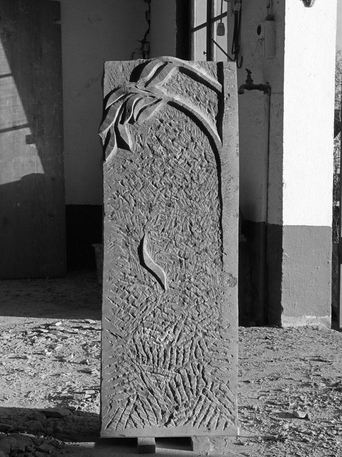 Grabstein Basadingen, Thurgau   -  Baum Relief Rückseite         -          Bildhauerei Wiedemer Basadingen - Thurgau