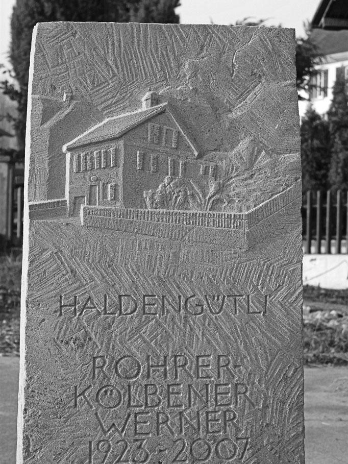 Grabstein Laufen, Zürich  -  Haus Relief        -         Bildhauerei Wiedemer Basadingen - Thurgau