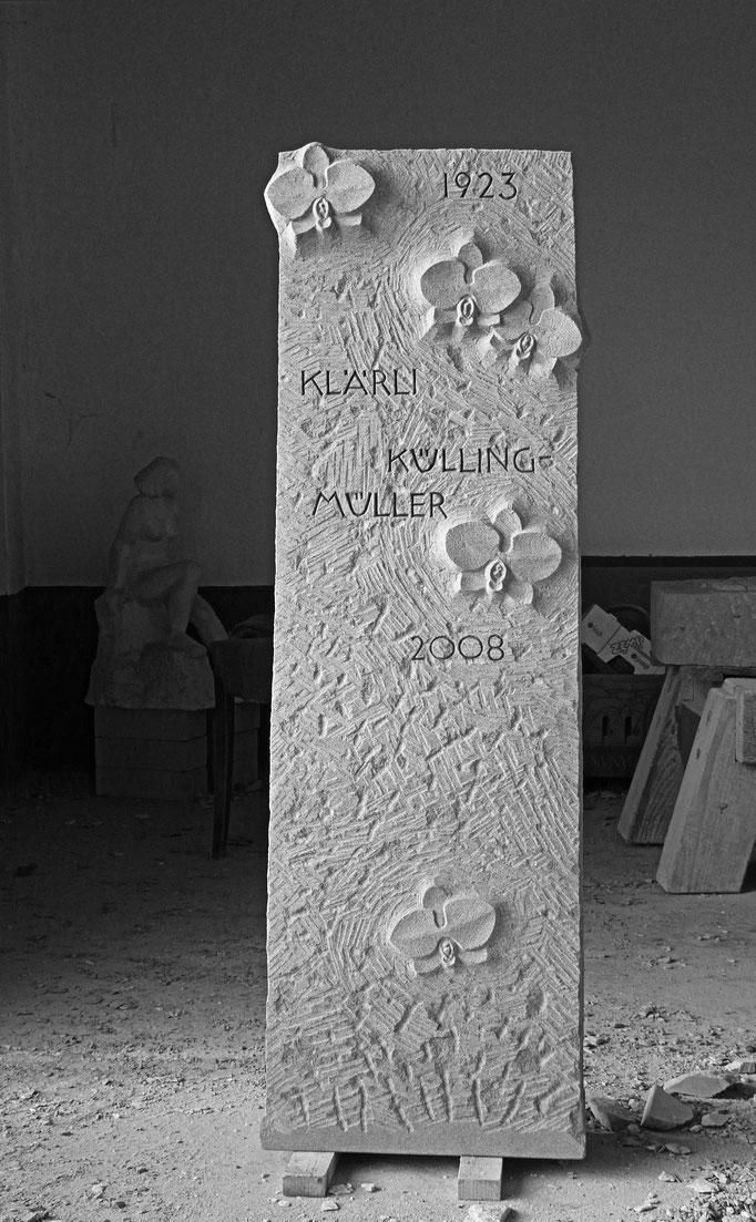 Grabstein Schlattingen, Thurgau  -  Orchideen Relief            -           Bildhauerei Wiedemer Basadingen - Thurgau