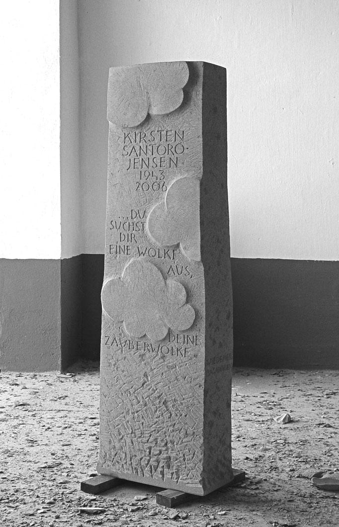 Grabstein Thayngen, Schaffhausen  -  Wolken Relief       -        Bildhauerei Wiedemer Basadingen - Thurgau