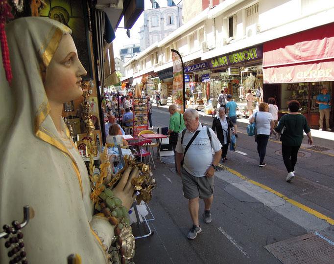 Devotionalienverkauf im Zentrum von Lourdes.