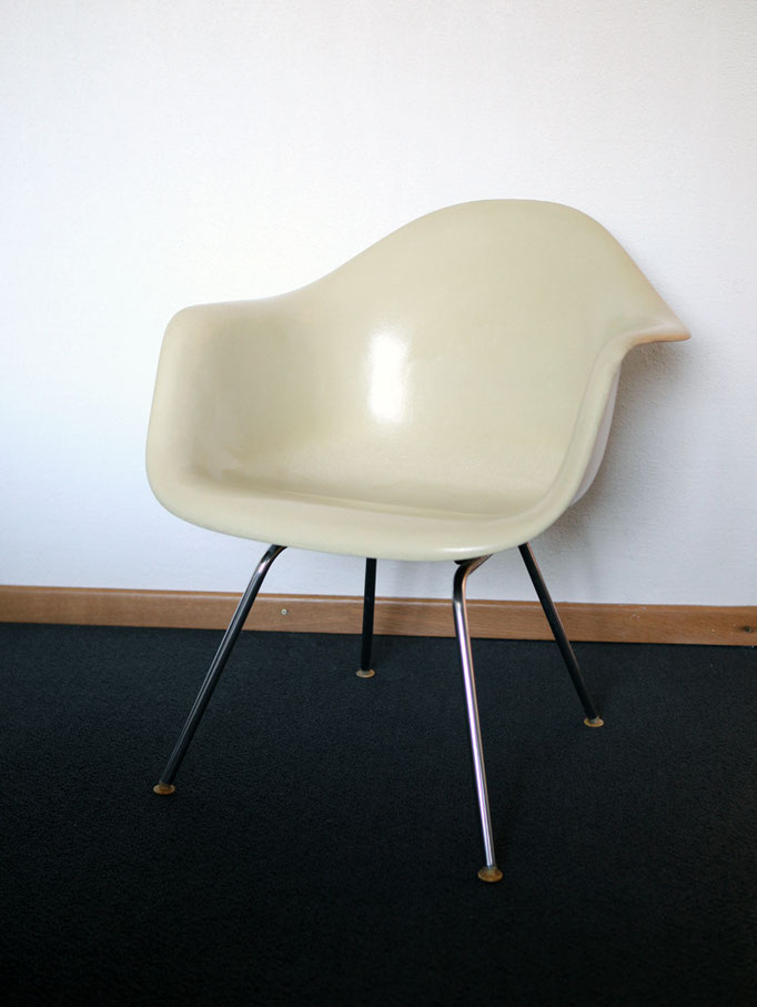 Eames Armchair DAX