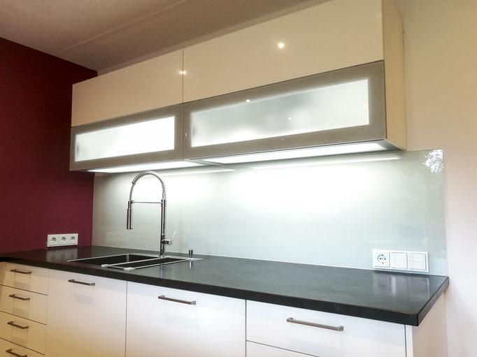 Glasrückwand, Küchenrückwand, lackiertes Glas - © Glaserei Allgäuer