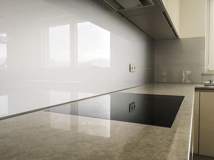 Glasrückwand, Küchenrückwand - © Glaserei Allgäuer