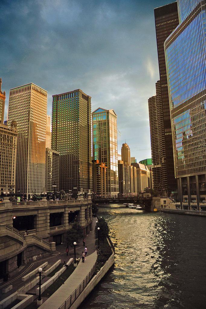 Nikon d7000 | 18mm | Chicago, USA | 2011