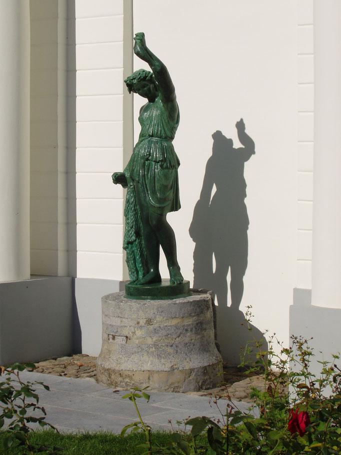Imitation bronze sur une statue de ciment, Het Forrest, Bruges, 2017