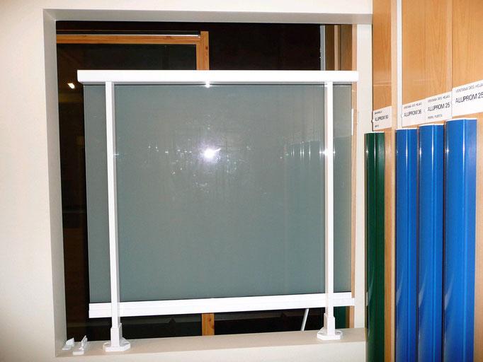 Carpintería de alumino: barandilla de aluminio con vidrio mate