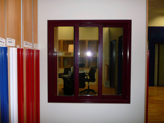 Carpintería de alumino: ventana corredera tres hojas