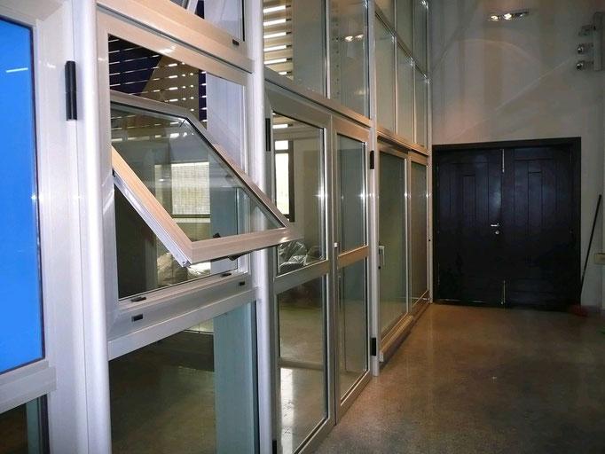 Carpintería de alumino: ventana pivotante