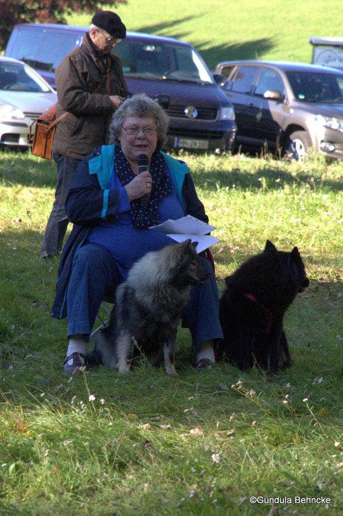 Ulrike Stein mit Blikki vom Bossardpfad(li.) und Isabella(Bella) vom Lachsbach(re.)