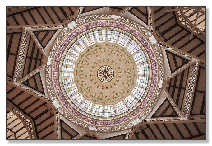 Dach der Markthalle im Zentrum von Valencia