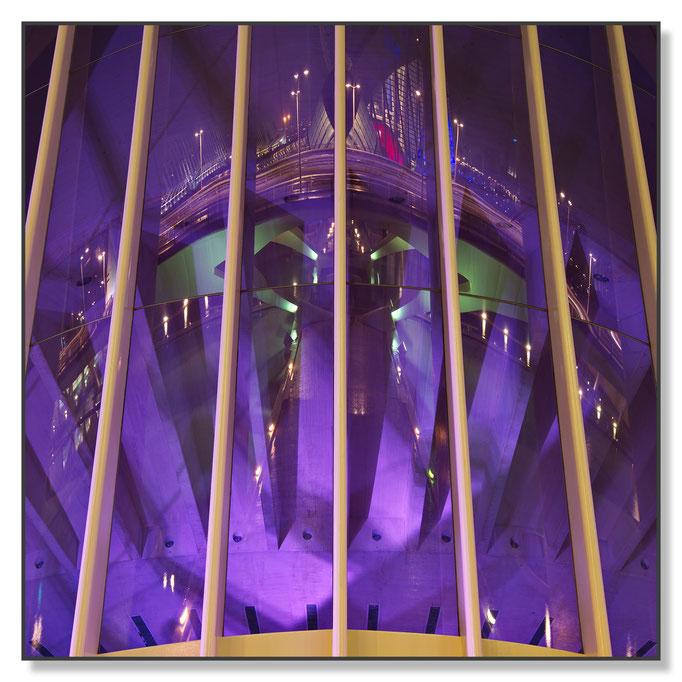 Die Galsfront der Oper