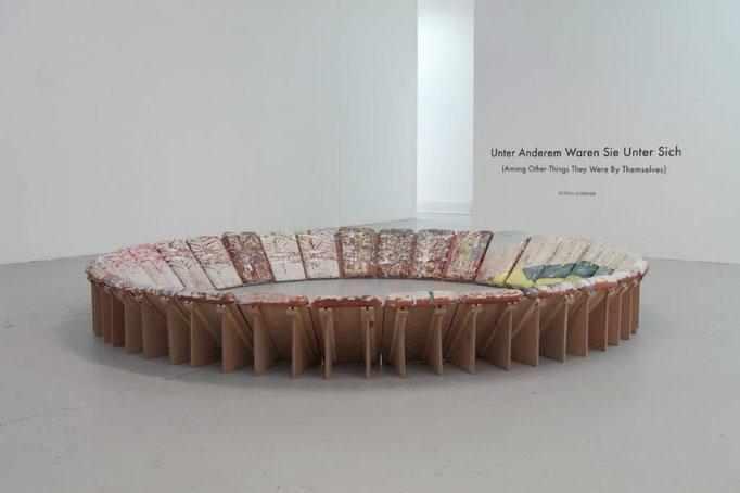Oktavia Schreiner, Unter anderen Dingen, Keramik, Holz, 240 x 240 x 35 cm
