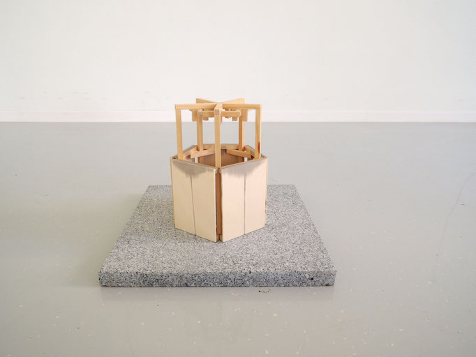 Oktavia Schreiner, Dünung 4, 2016, Holz, Beize, Granit
