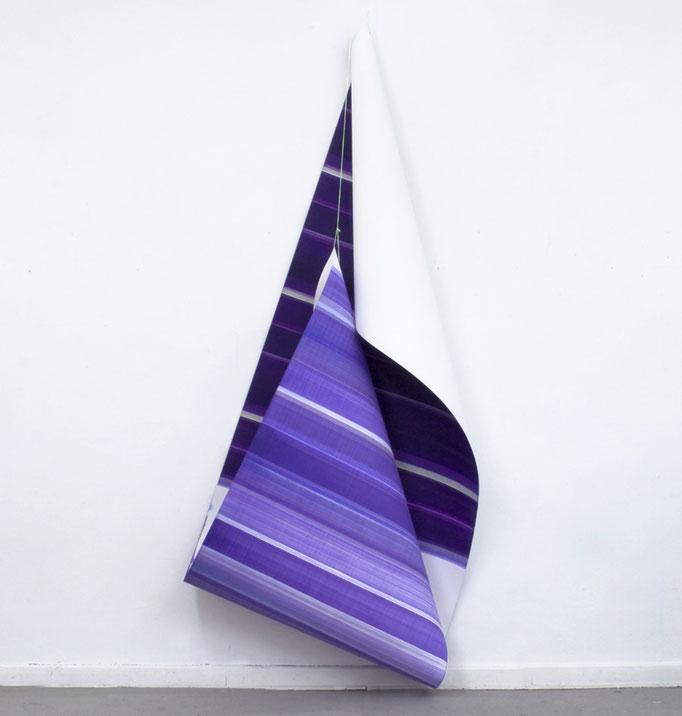 Elisabeth Sonneck, Rollbild63 drei halbe, 2018/19, Öl auf Papier, 110 x 410 cm, Nylonschnur